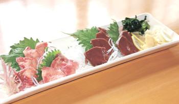 ▲馬肉の「たん炙り」と「ハツ炙り」(各972円)