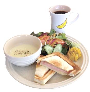 ▲スープとホットサンドのプレート(ドリンクつきで1300円。提供は午後2時まで)