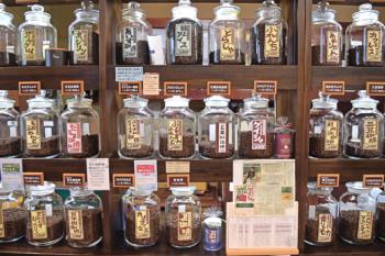 ▲大和屋のコーヒー豆。炭火焙煎のいい香り