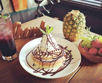 ▲ふわっと軽い食感の「チョコバナナパンケーキ」(700円)
