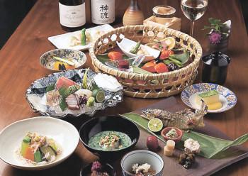 ▲料理は新鮮な海の幸が魅力