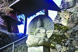 伊那市高遠町の桂泉院にある高遠石工・守屋貞治の菩薩像