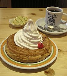 シロノワール(レギュラーサイズ)とブレンドコーヒー