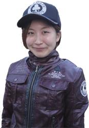 スタッフの仲田恵利花さん。Ace cafe londonの新作ジャケットを着ています!