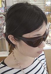 まぶしさをしっかりガード。メガネの上からも掛けられる遮光サングラス