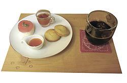 ミニアフタヌーンティーセット(トマトゼリー、コーンマフィン・季節のジャム添え、赤スグリのトルテ)
