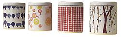 紅茶キャニスター(各1200円。ティーバッグ5袋入り)。デザインペーパーを表面に張り、コーティングしている
