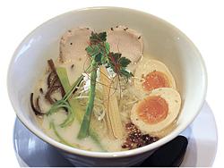 濃熟鶏白湯トロ玉ラーメン(972円)