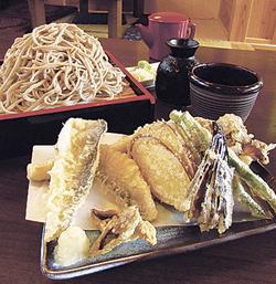 天ぷら(特上・手前)ともりそば(並盛)