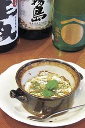 壷(つぼ)焼きカマンベール756円。とろーりと焼けたチーズとハチミツがベストマッチ