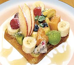 果実トースト700円