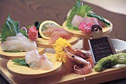 「今日の獲れたて鮮魚のおまかせ刺身」(1500円~)