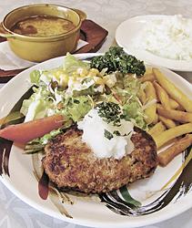 「和風おろしハンバーグ」(パンかライス付き)と、「オニオングラタンスープ」(奥)