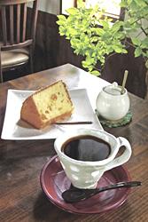 ブレンドコーヒーとシフォンケーキ