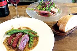 前菜と「牛ハツのステーキ マスタードソース」