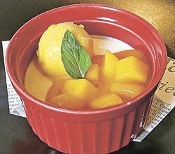 果肉たっぷりマンゴーソースとヨーグルトムースのココット