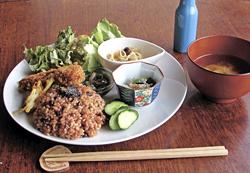 取材時の「長岡式酵素玄米ベジランチ」(千円)