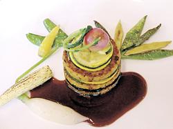 豆と野菜のミルフィーユ仕立て 赤ワインソース