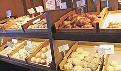 焼き立てパンコーナー
