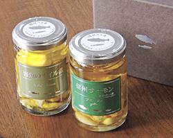 (左から)「岩魚(イワナ)のオイル煮」と「信州サーモン アヒージョ」(各972円)
