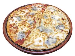20周年記念の期間限定ピザの「フォルマッジ」(4種のチーズとトマトソース)&「ビアンカ」(4種のチーズのみ)1782円