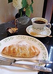 「アナベラセット」。アップルパイとコーヒー。ケーキは全て自家製