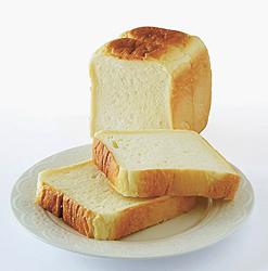 究極のもっちり食感が味わえる「本格生食パン」(半斤189円、1斤378円、2斤756円)。数量限定、予約可