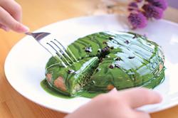 濃厚抹茶のパンケーキ(680円)。クリームには愛知県産の無農薬栽培の抹茶を使用
