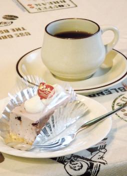 ▲「レアチーズケーキ」とコーヒー