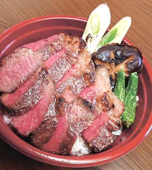 ▲テークアウトの「ステーキ丼」(1700円)
