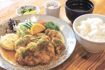 ▲油淋鶏(ユーリンチー)定食(950円)
