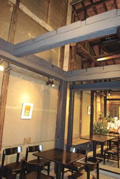 ▲天井が高く開放的な店内は、居心地抜群